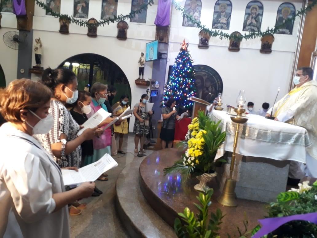 FILIPINAS: Consagración a la Virgen y primeras comuniones en la Parroquia Our Lady of Luján