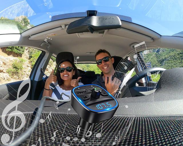 Sintonizador FM para escuchar el móvil en el coche