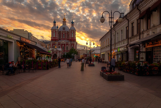 Summer evening in Klimentovsky Lane