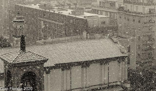 Prima neve a Milano, rivisitata  in b/n