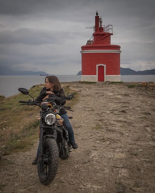 Alicia Sornosa en su moto