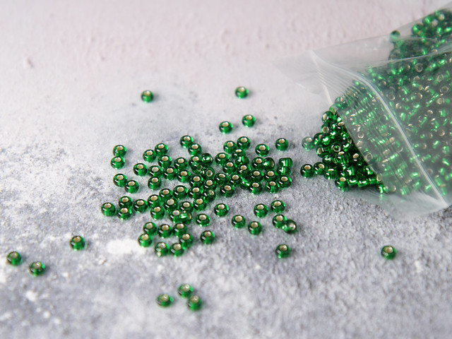 Czech Glass Knitting Beads size 6 (4mm) – Silver-lined Dark Green