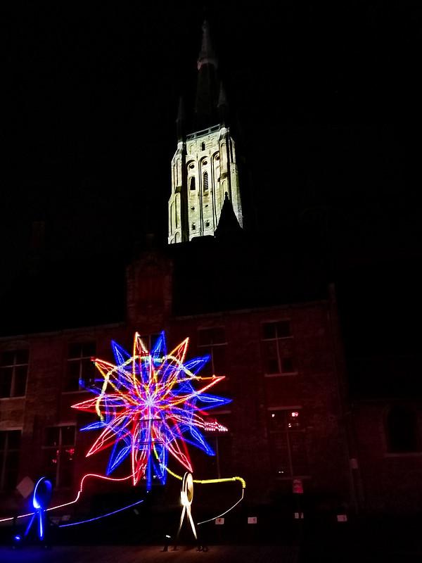 Espectáculo de luces en la Iglesia de Nuestra Señora.