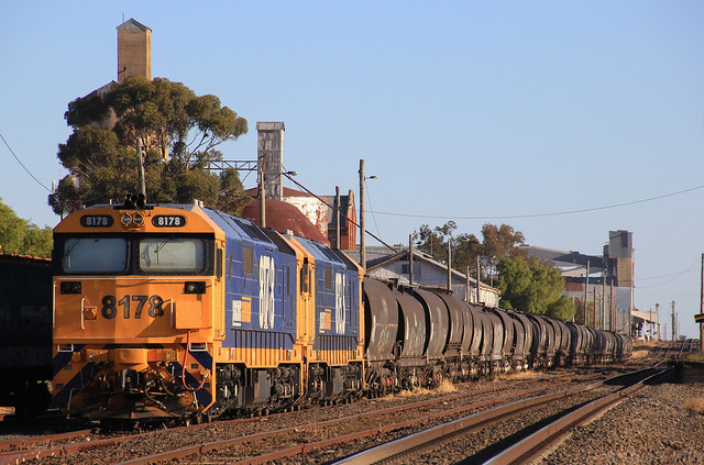 8178 and 8135 rest in Murtoa yard after arriving on 7731V empty grain