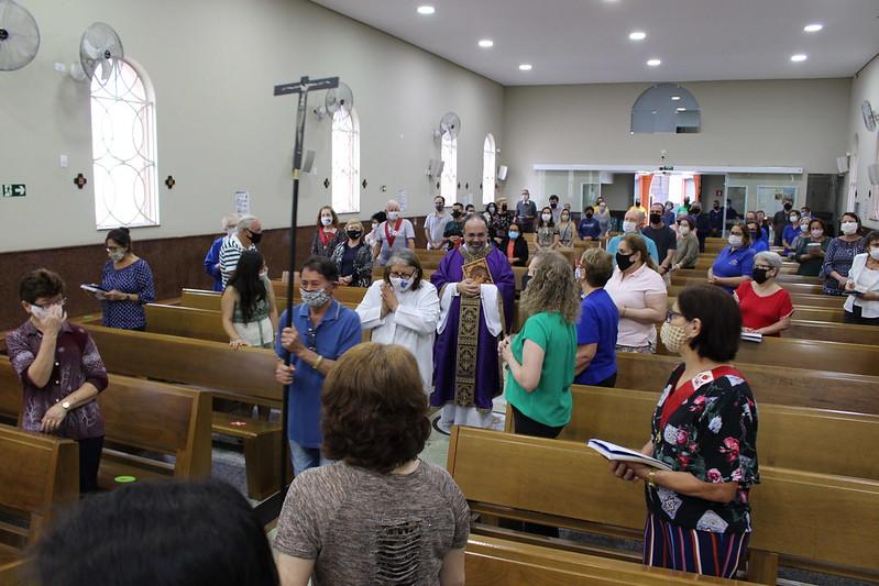 Padre Veloso completa 21 anos de vida sacerdotal