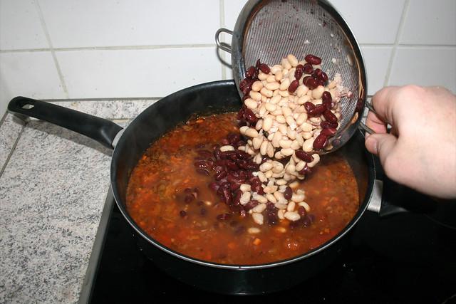 37 - Add beans / Bohnen dazu-geben