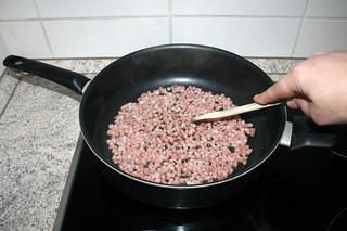 18 - Fry bacon / Speckwürfel anbraten