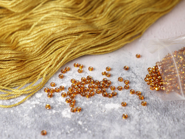 Czech Glass Knitting Beads size 6 (4mm) – Silver-lined Rich Gold