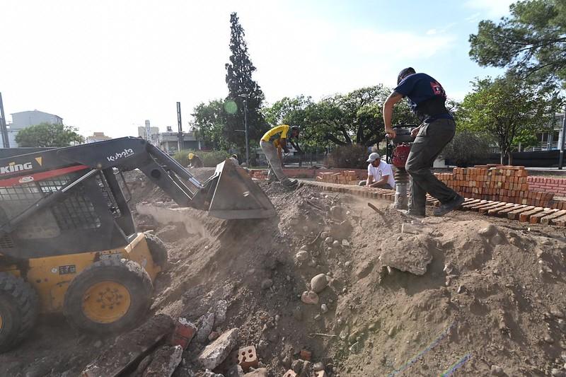 Avanza la obra de puesta en valor de la Plaza Urquiza en barrio San Vicente (1)