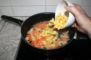 23 - Add potatoes / Kartoffeln dazu geben