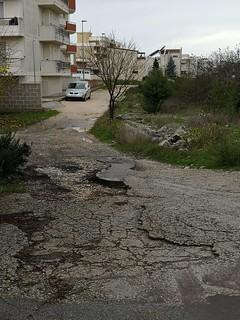 La strada priva di asfalto