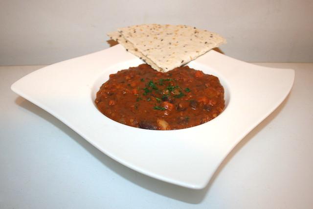 47 - Mexican bean stew - Side view / Mexikanischer Bohneneintopf - Seitenansicht