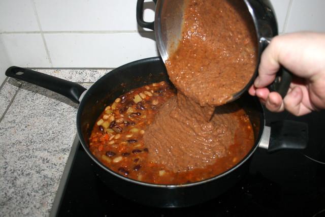 42 - Put pureed stew back in pan / Pürierte Masse zurück in Pfanne geben