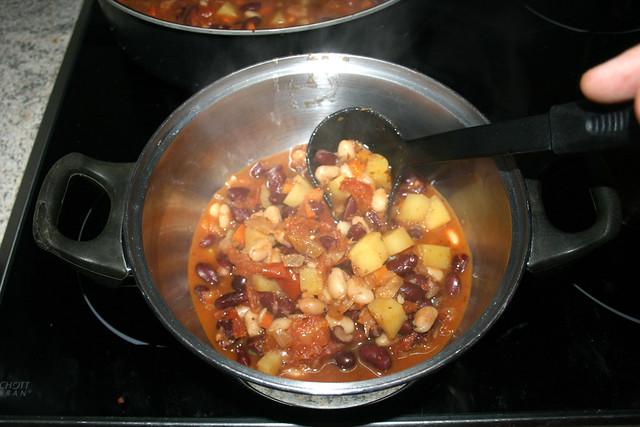 40 - Put half of stew in other pot / Hälfte des Eintopfs in anderes Behältnis geben