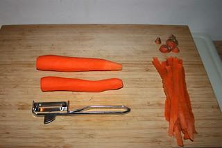 07 - Peel carrots / Möhren schälen
