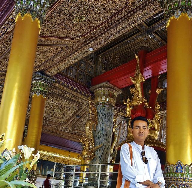 Myanmar/ Burma, Yangon,. Die prächtigste Pagode - der Shwedagon, religiöses Zentrum des Landes , our guide, 78068/13237
