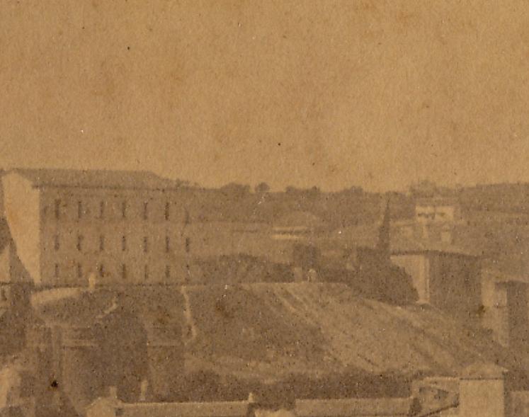 Restos del Palacio de Vargas hacia 1875 (ampliación de una fotografía, colección de Eduardo Sánchez Butragueño)