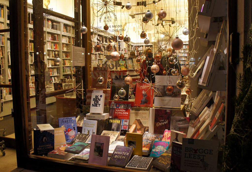 Librería decorada de navidad