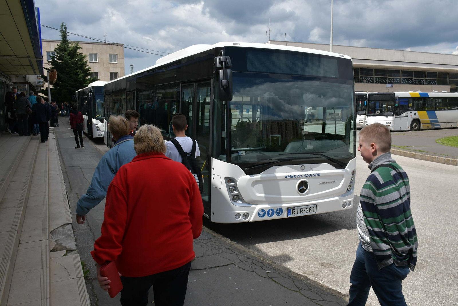 Mind a 3 korszerű szolnoki buszt Szegedre csoportosítják át