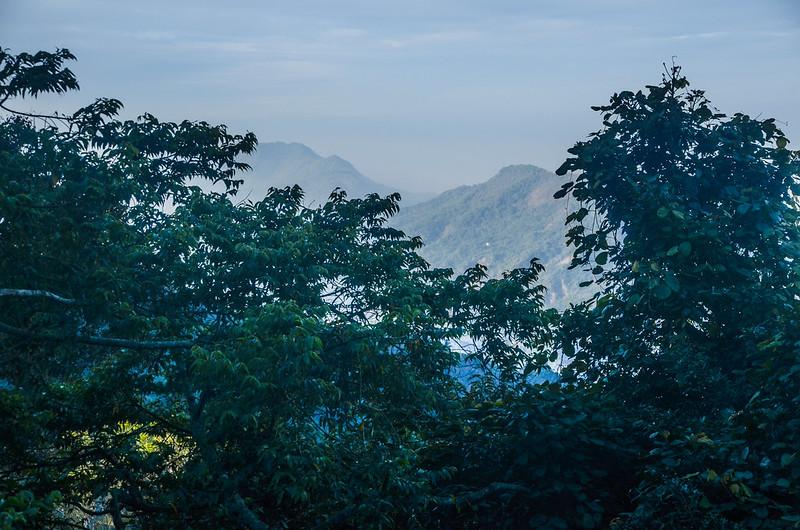 五指寮林道(H 1085 m)西南望群山 (3)