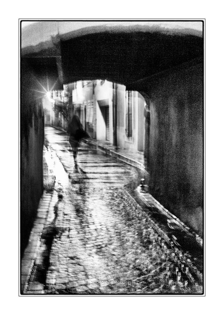 la passante de la rue du Portalet