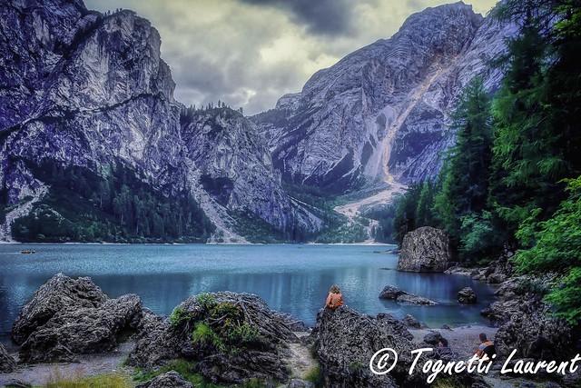 le très beau lac de Braie dans les Dolomites