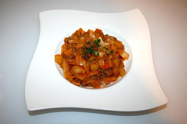 37 - Cabbage fry with mincemeat & potatoes- Served / Weißkohl-Pfanne mit Hackfleisch & Kartoffeln - Serviert