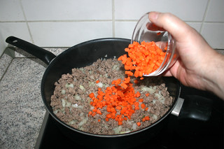 16 - Add diced carrots / Möhrenwürfel addieren
