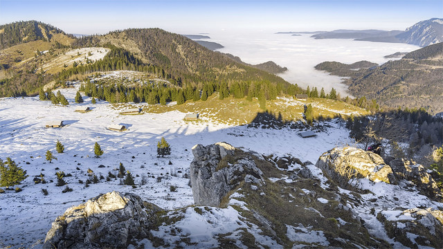 _DSC30832 The valleys in the north are covered in fog ( there Attersee Lake) / Upper-Austria