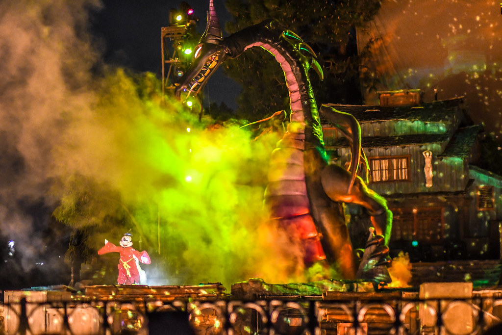 Dragon Mickey Fantasmic scene DL