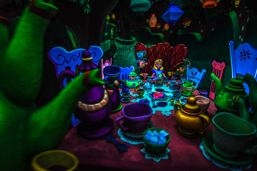 Alice in Wonderland table DL