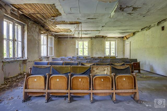 auditorium minimum