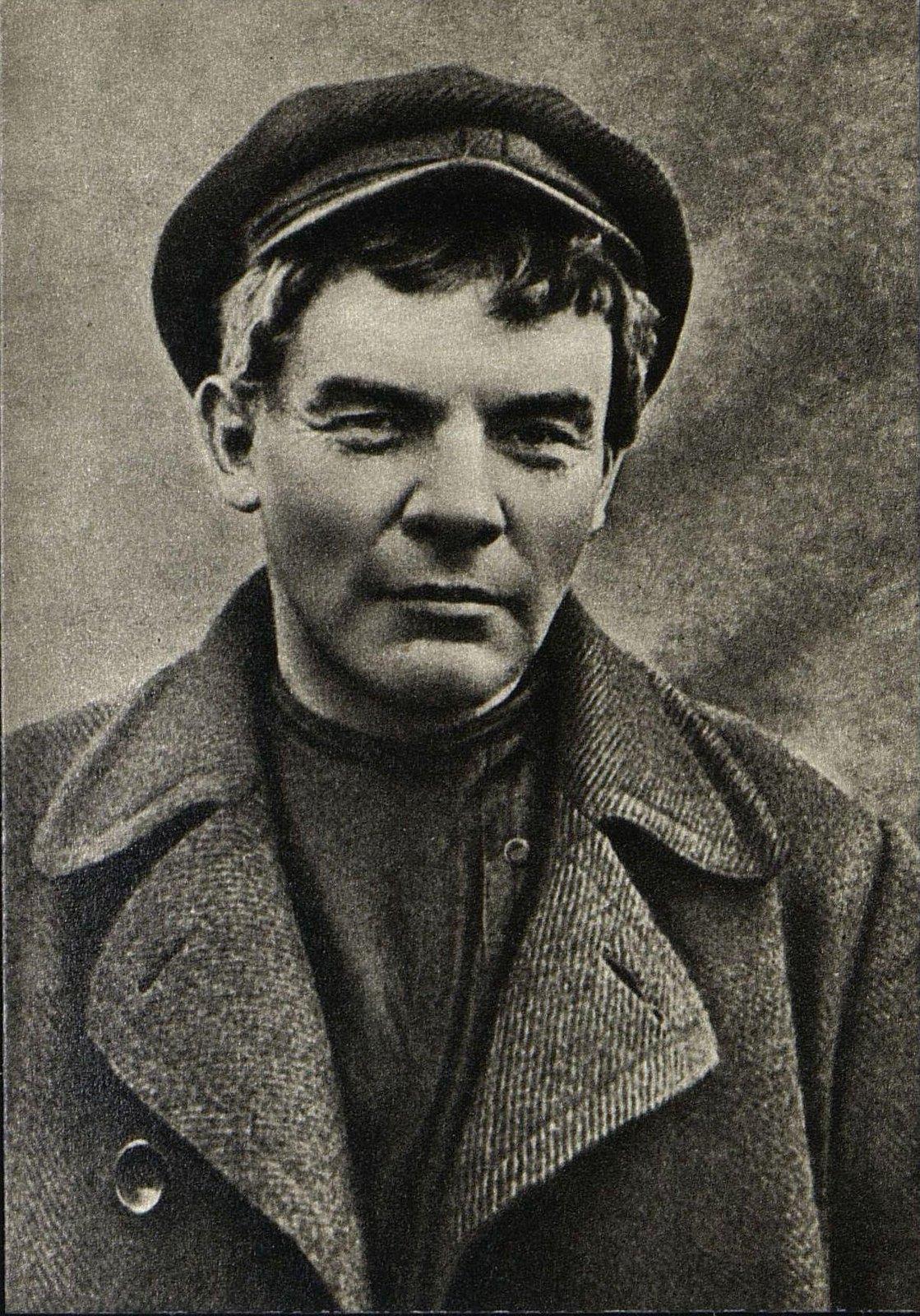 28. Ленин в гриме и парике
