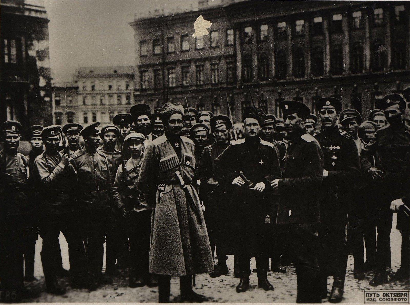 16-18 июля. Командующий войсками округа П. А. Половцов со своими офицерами