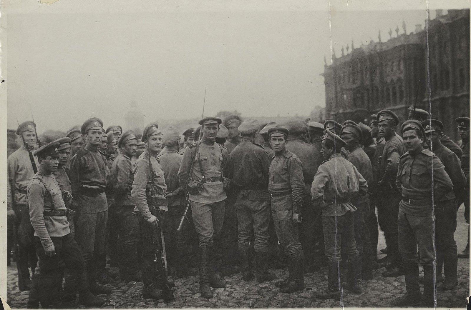 13. 3-5 июля. 7-й пулеметный полк с комсоставом выступил в Петрограде