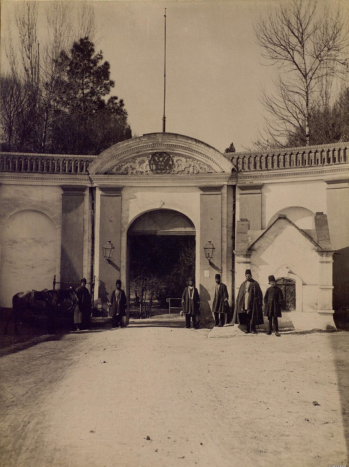 Ворота комплекса Русской миссии в Тегеране