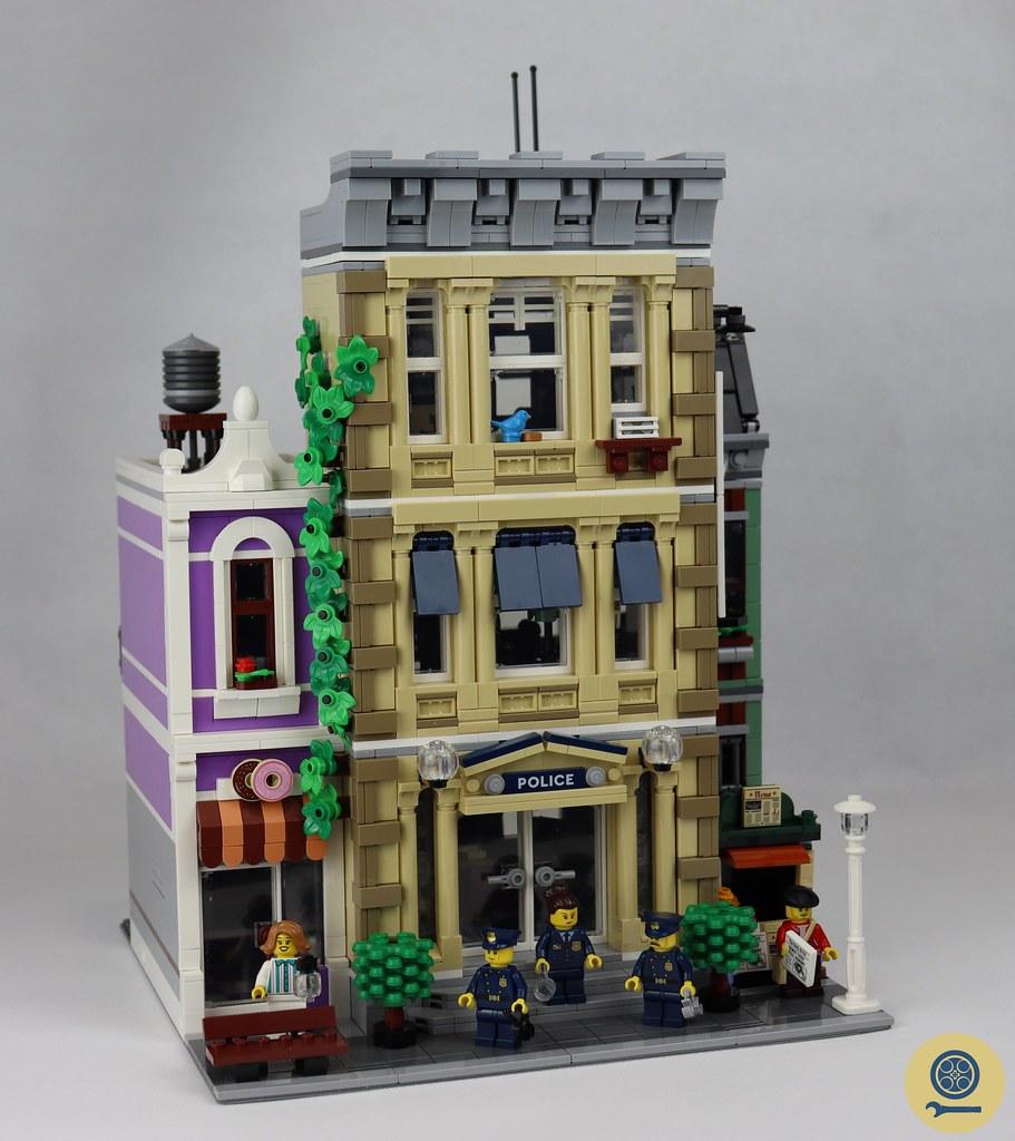 10278 Police Station 01