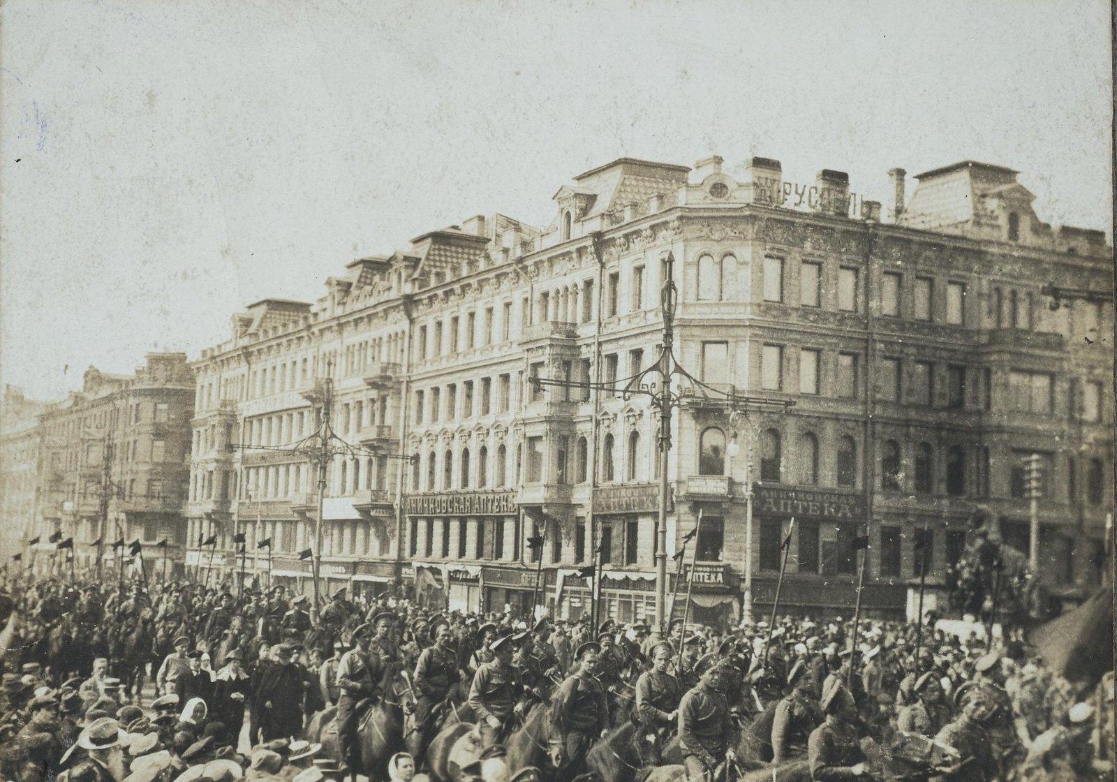 09. Казачья часть, прибывшая для подавления демонстрации на Невском проспекте.