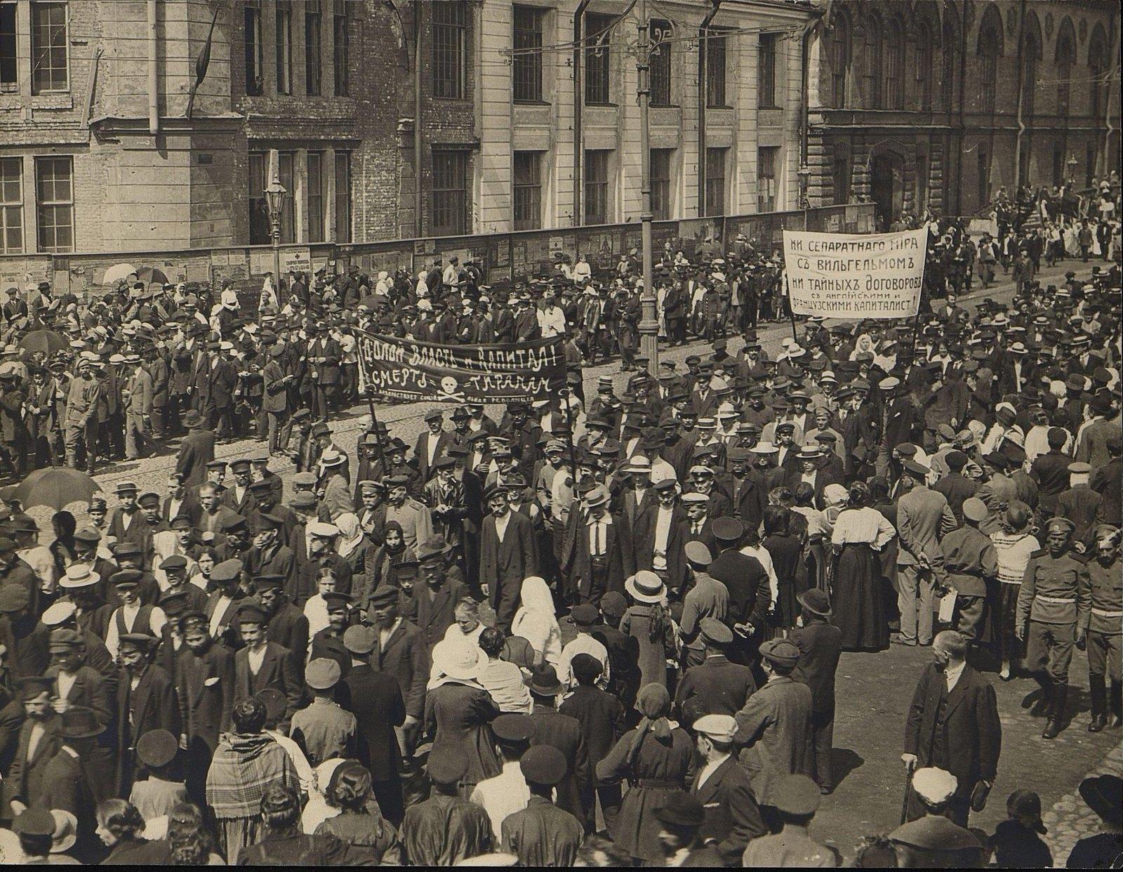 03. 3-5 июля.Июльские дни в Петрограде (на Литейном у Литейного моста)