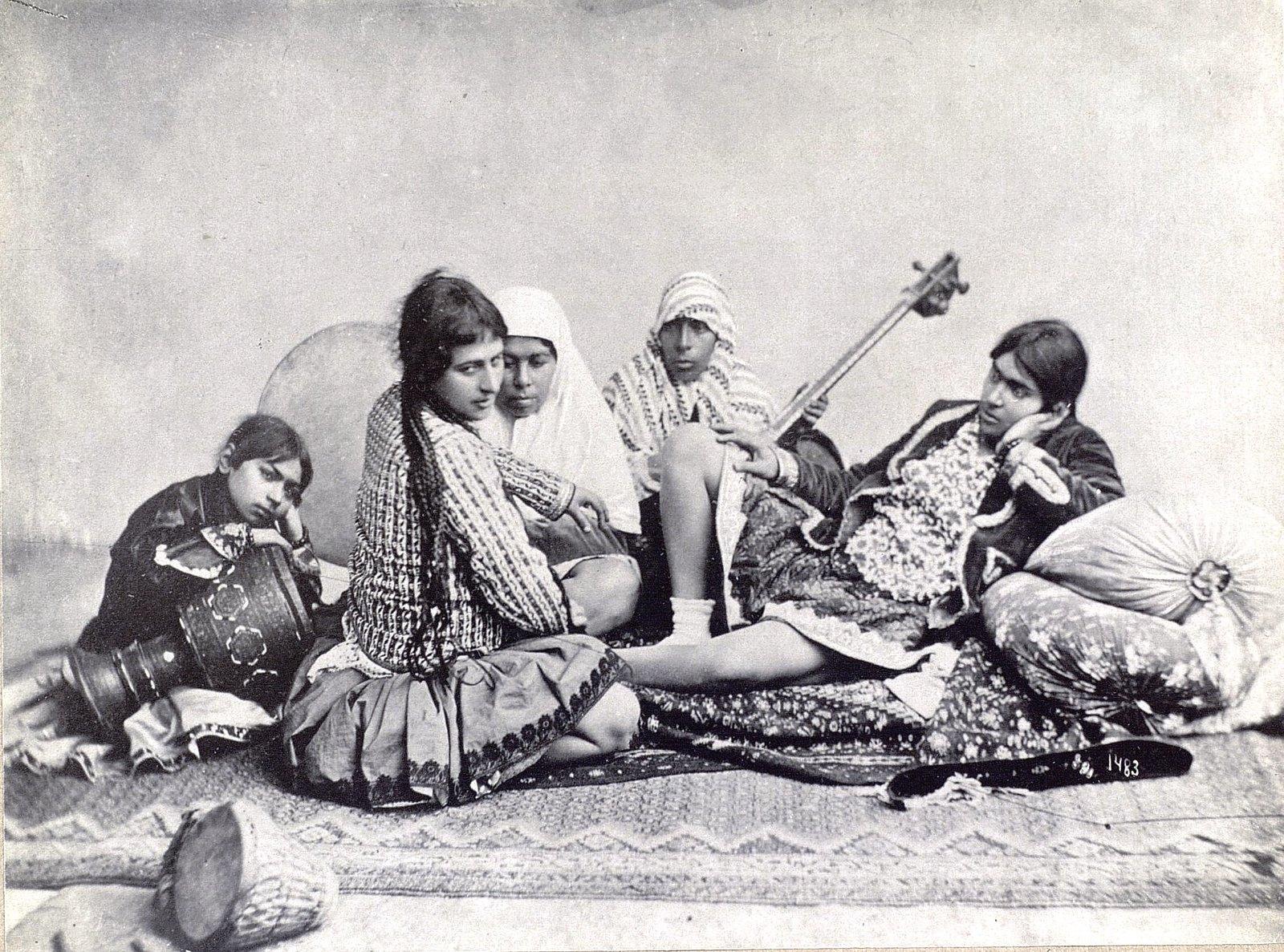 Группа танцовщиц