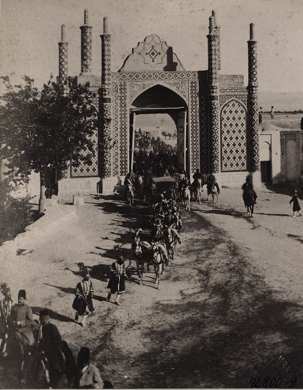 Процессия шаха у городских ворот в Тегеране