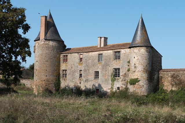 Château de La Grève - Saint-Martin-des-Noyers (Vendée, France)