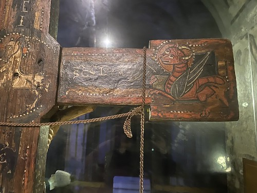 Cristo de Salardú. Detalle de las imágenes polícromas Románicas.