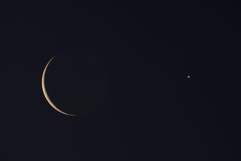 月と金星の接近 (2020/12/13 06:09)
