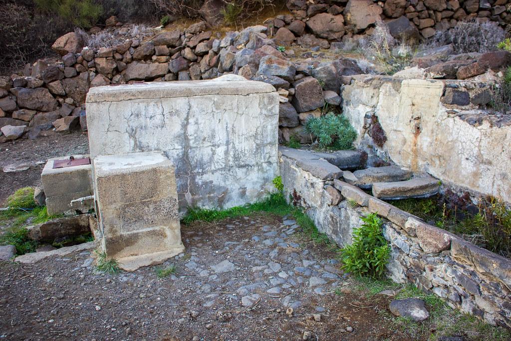 Fuente de Tenerguera y lavaderos en Teno