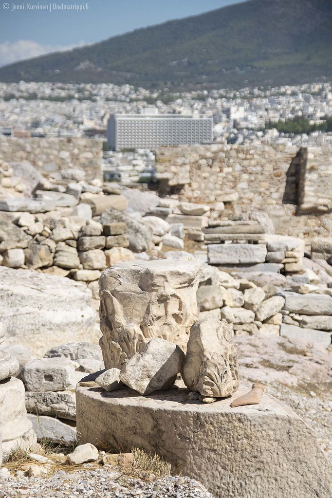 Ateenan Akropoliin antiikin aikaisia rakennelmia