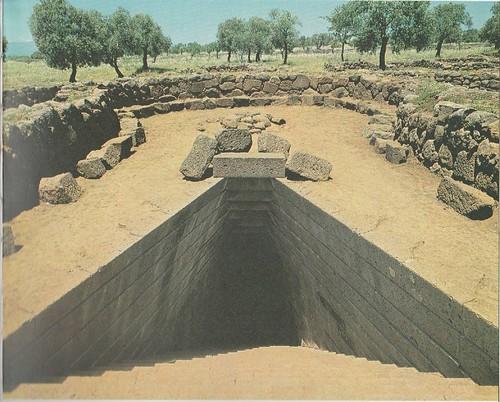 Fig 2 Il vano scale a pianta trapezoidale del pozzo sacro di Santa Cristina di Paulilatino (da Contu 1985)