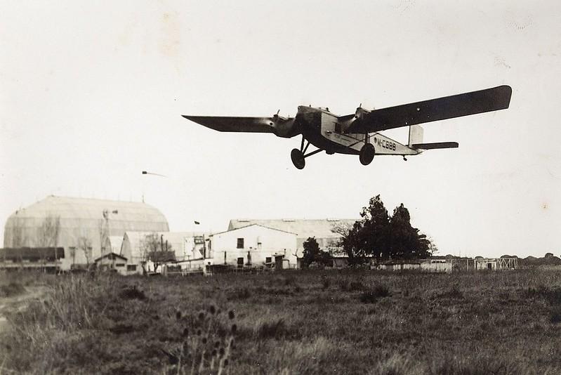 1927: el primer avión de Iberia aterrizando en El Prat de Llobregat