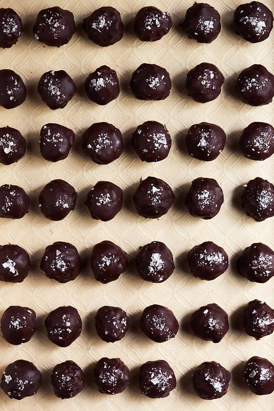Dark Chocolate Crispy Peanut Butter Balls - No Bake {Gluten-Free + Cane Sugar-Free}