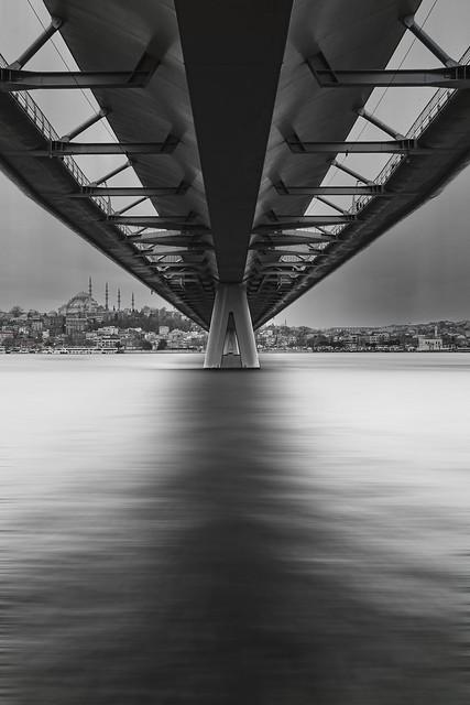 Metro Bridge BW